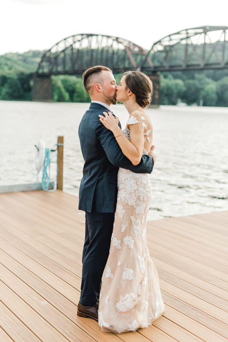 Waterfront Wedding Photos in Pittsburgh, Pennsylvania