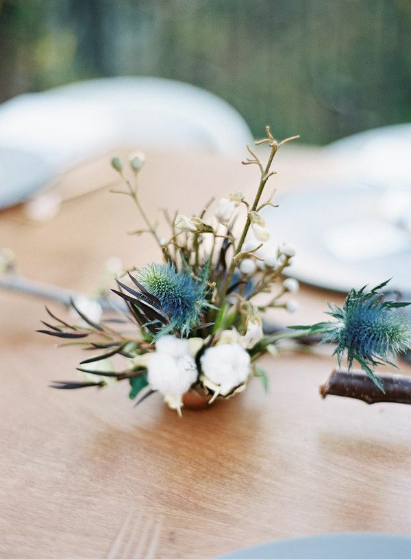 Small arrangement with thistles and cotton
