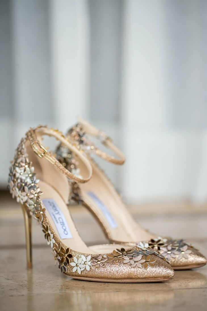 Kelly wore rose gold sequined heels, which added a touch of glamour and mirrored the colors of her bridesmaid dresses.