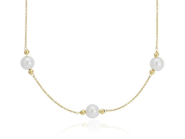 Stationed bridal pearl necklace