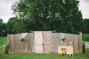 Vintage Furnishings for Outdoor Wedding