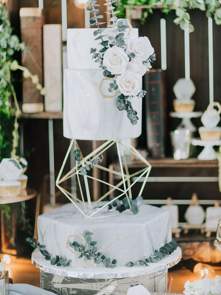 Floating tier wedding cake 2019 trend