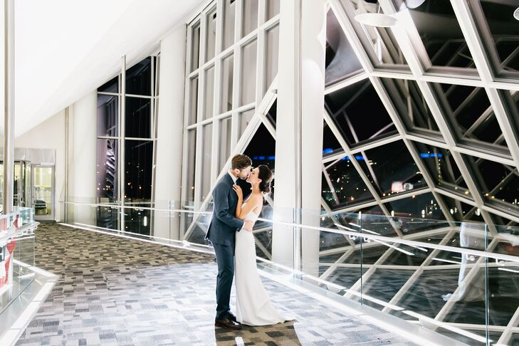 Romantic Bride and Groom at The Cira Centre Atrium at JG Domestic