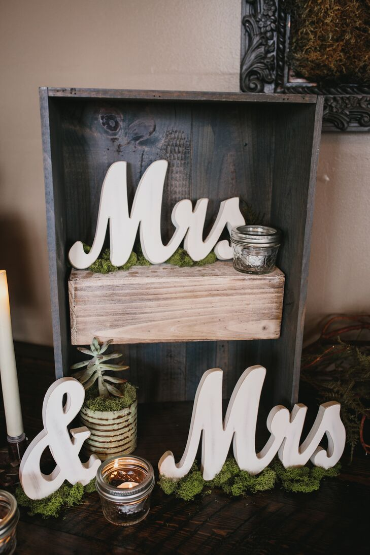Rustic Moss and Succulent Decor