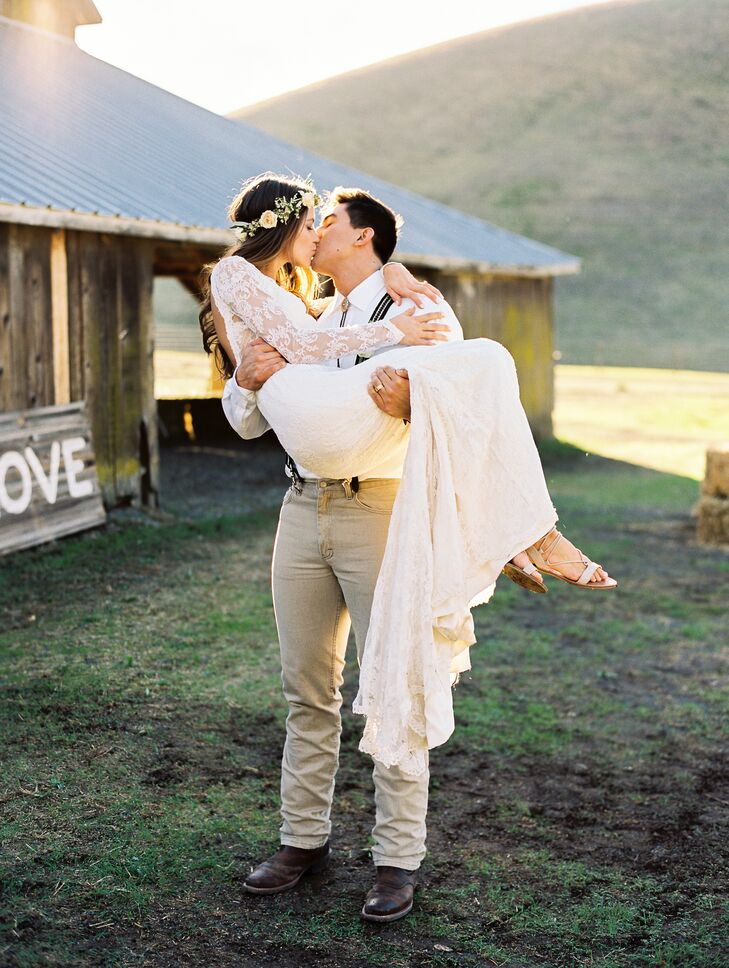 Julie Rea (26 and an accounting professional) and Stephen Palmier (22 and in the US Air Force) chose Reinstein Ranch in Livermore, California, for the