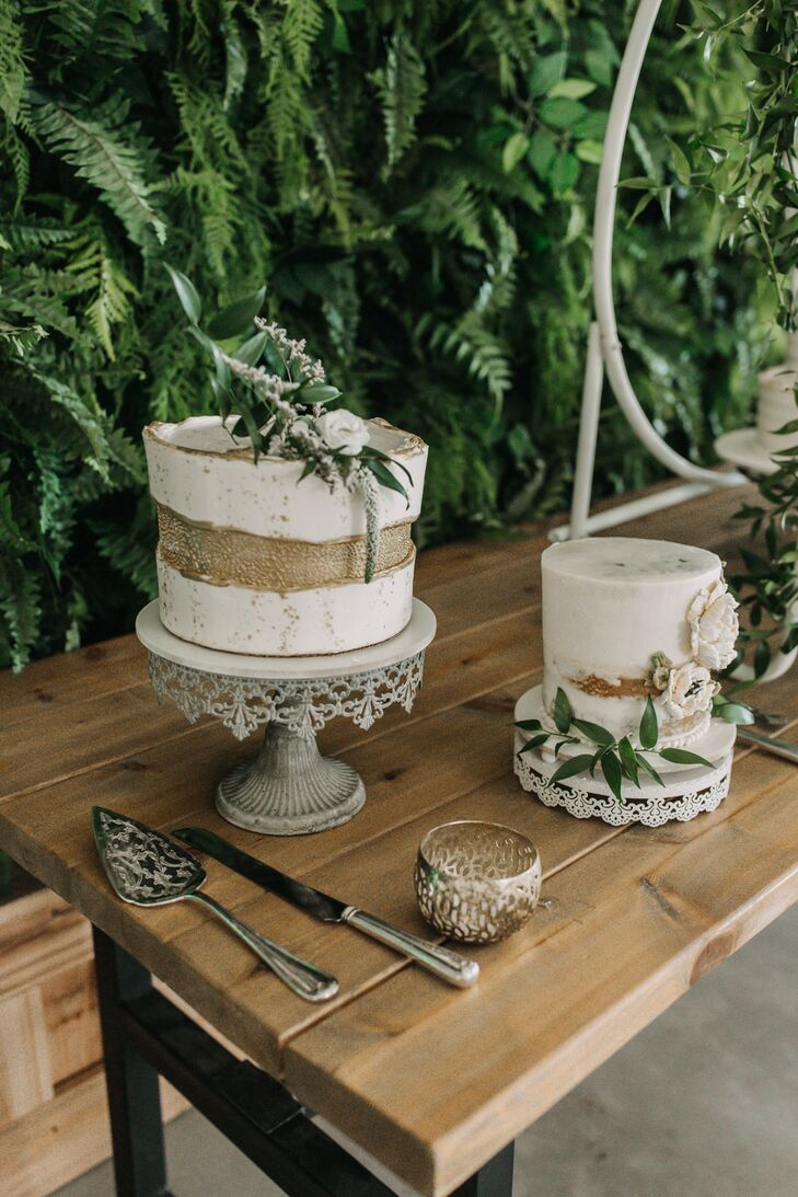 Modern Single-Tiered Cake with Gold Accents and Greenery