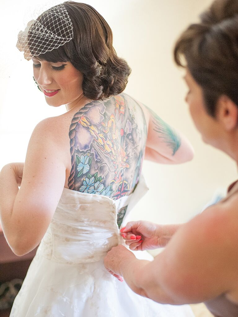 Vintage bridal style with a short bob hairstyle and birdcage veil