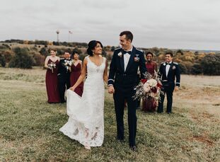 Amanda Reyes and Matthew Bliley met in Air Force pilot training, so their wedding naturally revolved around airplanes. For starters, they tied the kno