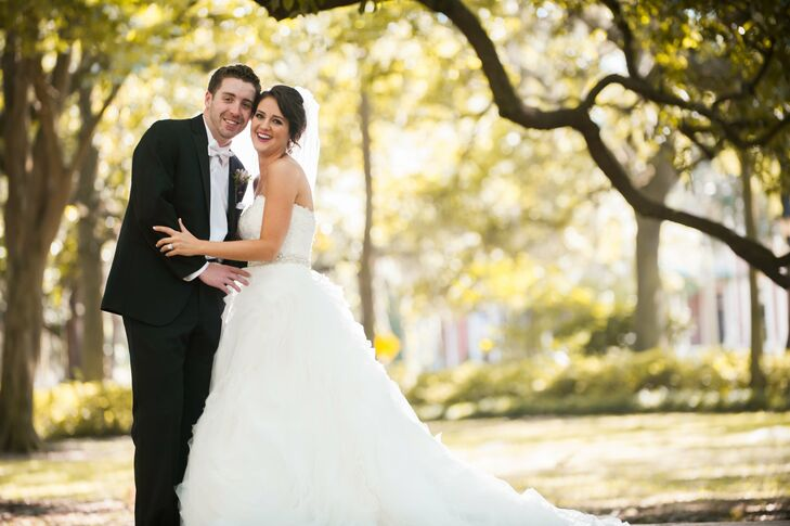 Combining classic elegance with myriad glam details, Amanda Lane (28 and an advertising professional) and Chris Lane (28 and a s