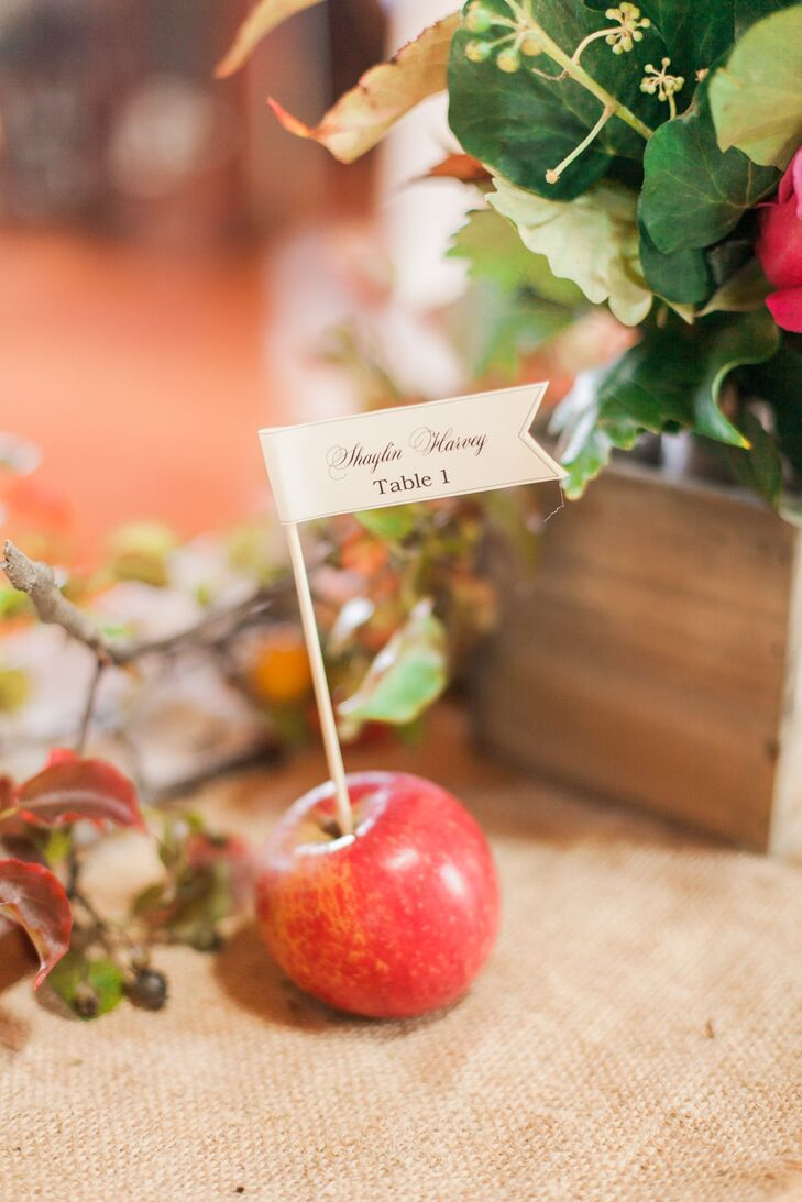 Apple Escort Card