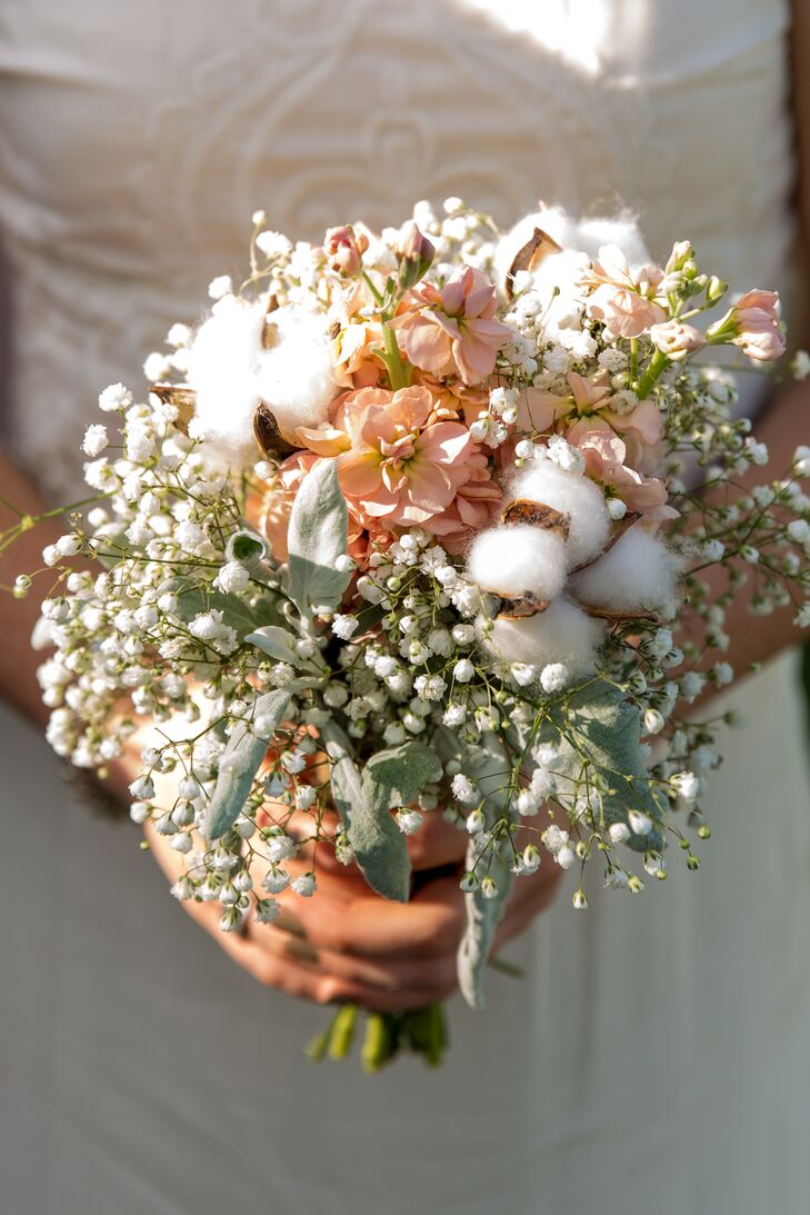 Rustic Cotton And Baby S Breath Bridesmaid Bouquets