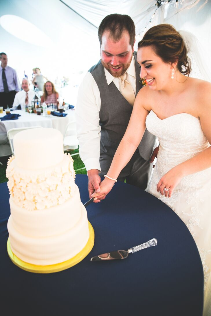 After a dinner of classic barbecue fare, the Laura and Jacob treated their guests to a slice of lemon cake with buttercream frosting. The four-tier confection was decorated with ivory fondant and an abundance of delicate sugar flowers on the second layer.