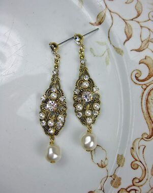 Everything Angelic Claudia Earrings - e334 Antique Gold Wedding Earring photo