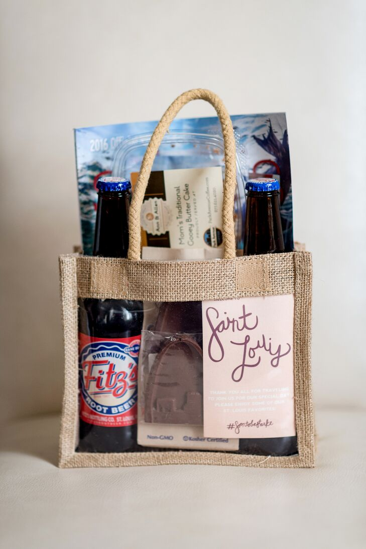 Upon checking into the hotel, out-of-town guests were welcomed with a St. Louis-themed goodie bag including a thank-you note, two bottles of Fitz's soda, a slice of Ann & Allen Gooey Butter Cake, a bag of Billy Goat Chips, St. Louis skyline chocolates from Dad's Cookie Company and travel guides.