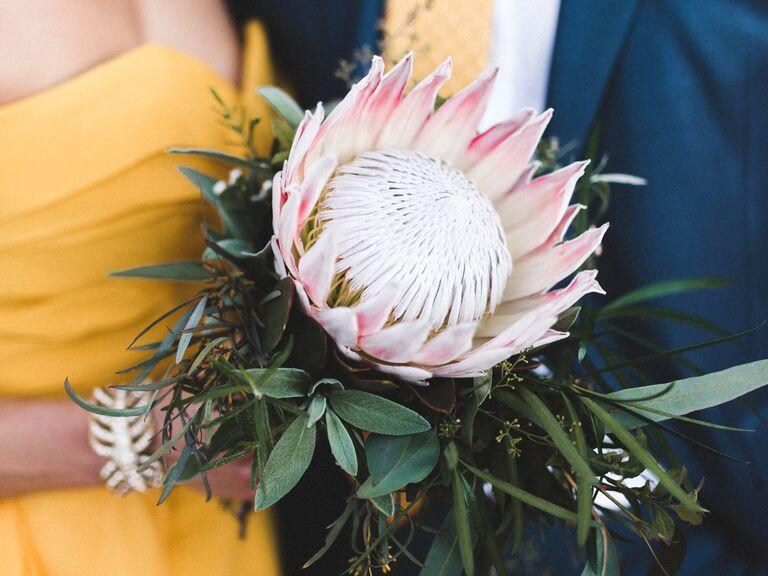 Single stem bouquet 2019 bouquet trends