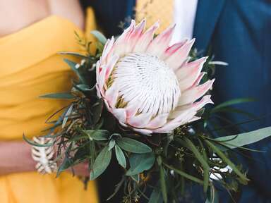 Single stem bouquet 2019 bouquet trends