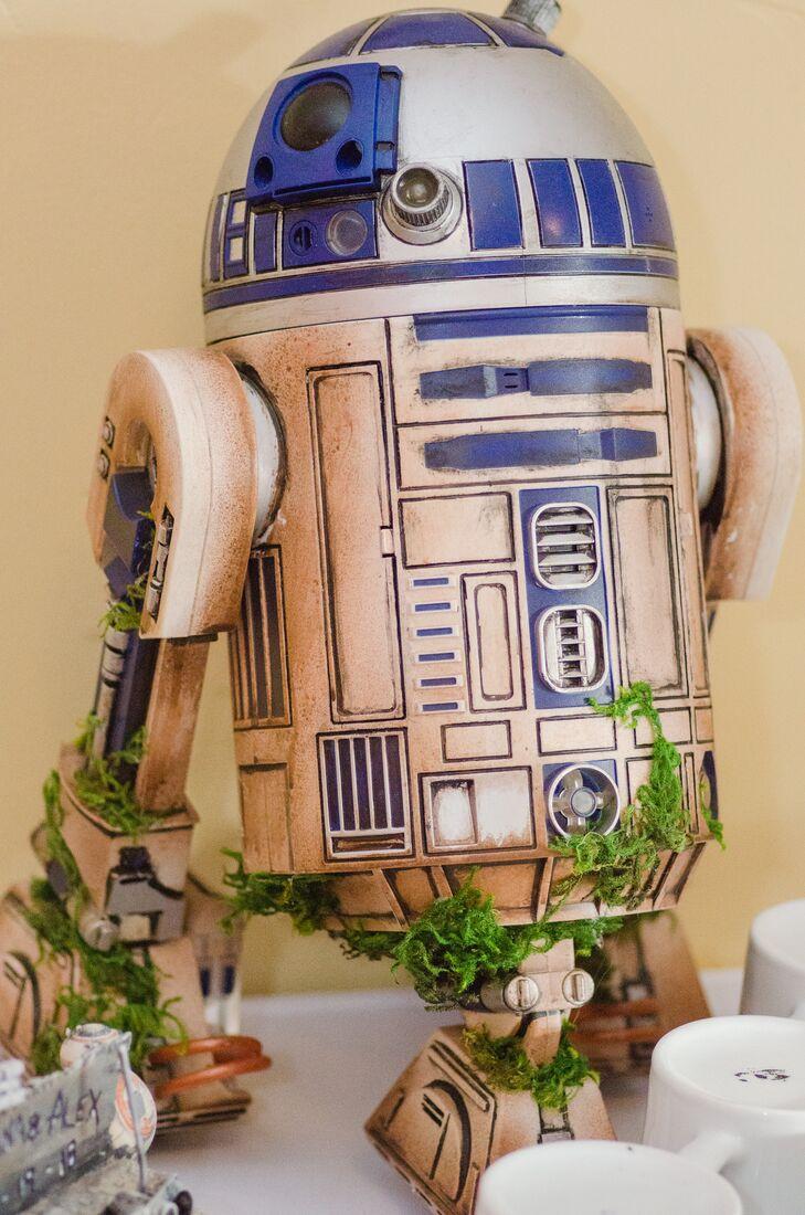 R2-D2 Decor at Star Wars-Themed Wedding