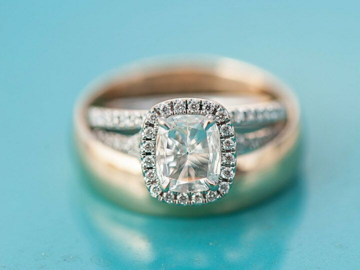 Diamond engagement ring with halo