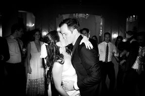 Classic Bride and Groom Kissing at Mountain Lake Colony Club in Lake Wales, Florida