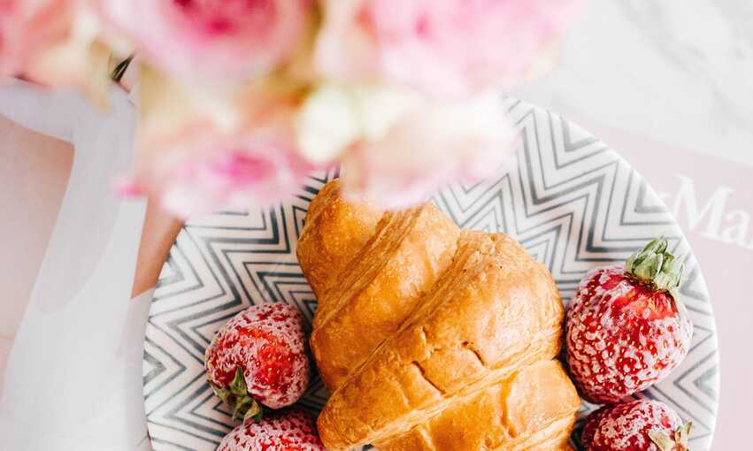 Breakfast at Tiffany's party themed inspiration and ideas