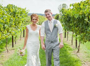 Kelly Henry (25 and a bartender) and Andrew Henry (27 and an accountant) wanted their wedding to be ultra classic and very shabby chic. They used a bl