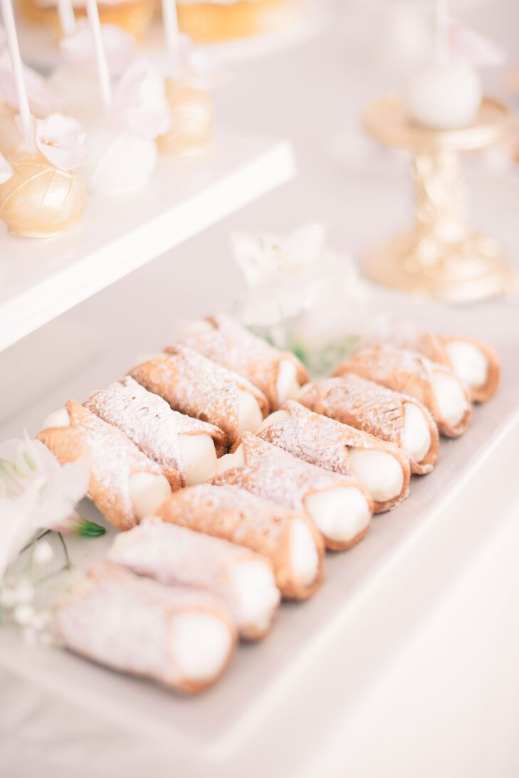 In addition to traditional wedding cake, Nancy and Indesh served decadent bite-size treats, including classic cannoli dusted with powdered sugar.