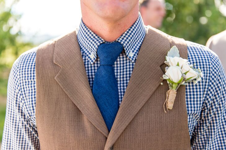 Andrew wore three ivory spray roses accented with dusty miller and baby's breath for his boutonniere. The groomsmen echoed his look with baby's breath and brunia on their lapels, but they didn't have roses so Andrew would stand out from the group.