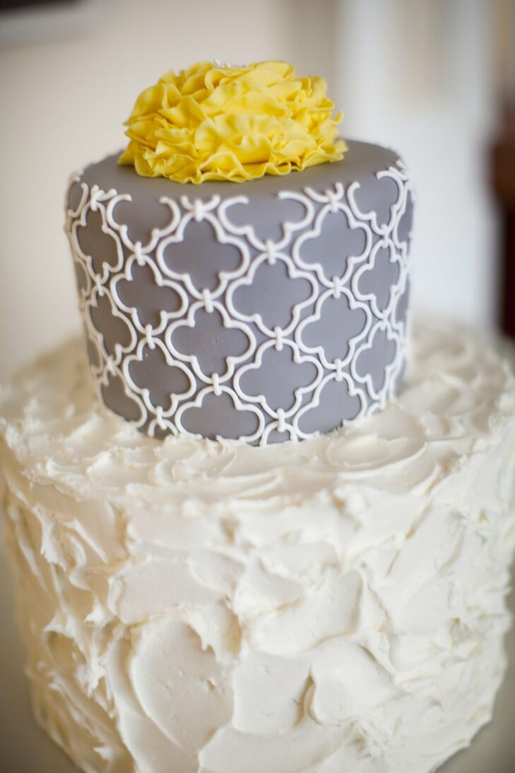 The same quatrefoil pattern from the invitations was piped onto the top tier of the cake; it was the perfect contrast to the messy buttercream frosting on the bottom.