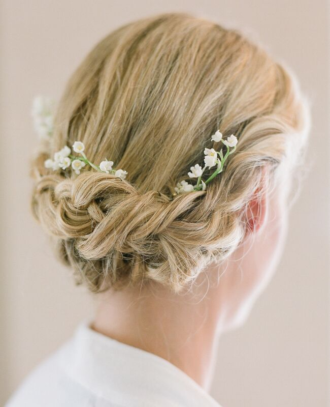 20 Wedding Hairstyles With Flowers: 7 Wedding Day Hairstyles With Fresh Flowers