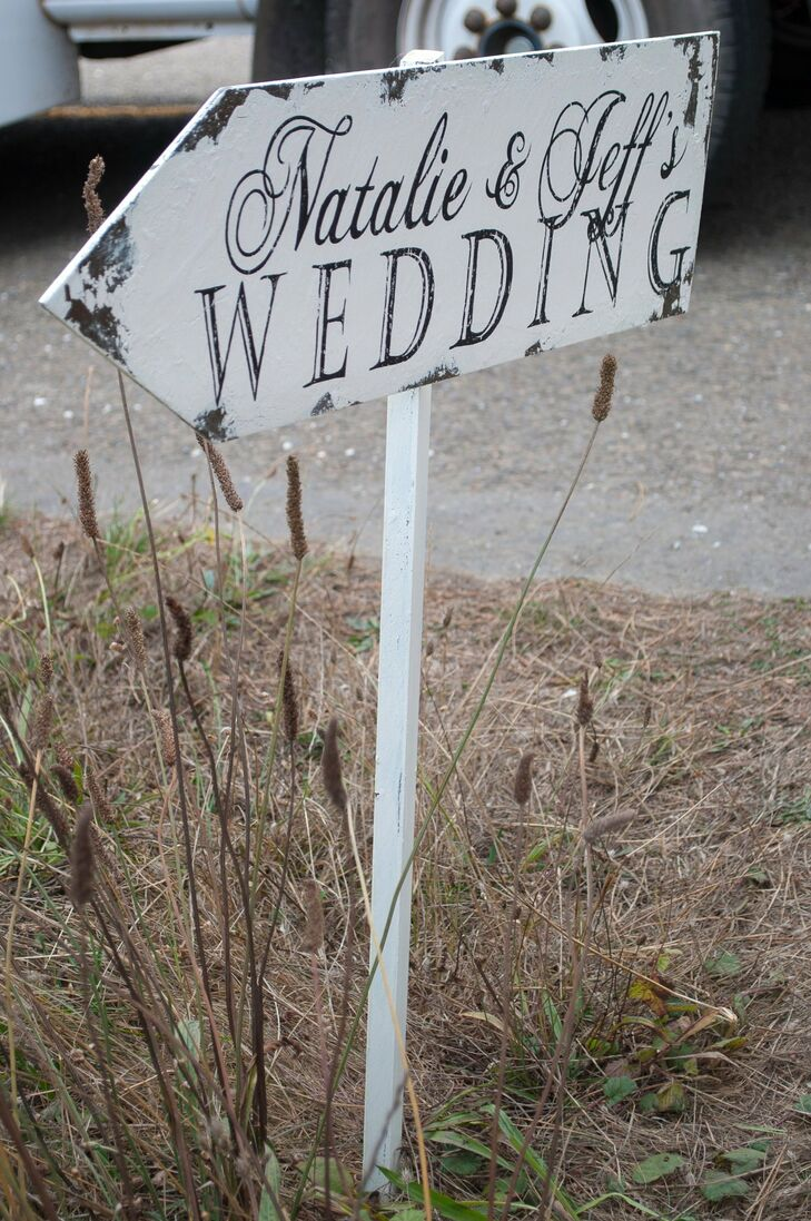 A vintage looking sign pointed guests to the ceremony site.
