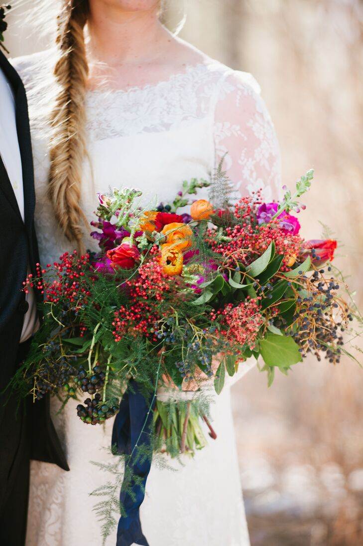 Paula held a vibrantly colorful bouquet filled with red and dark blue berries, peonies and ranunculus, going along wonderfully with the natural vibe of the day.