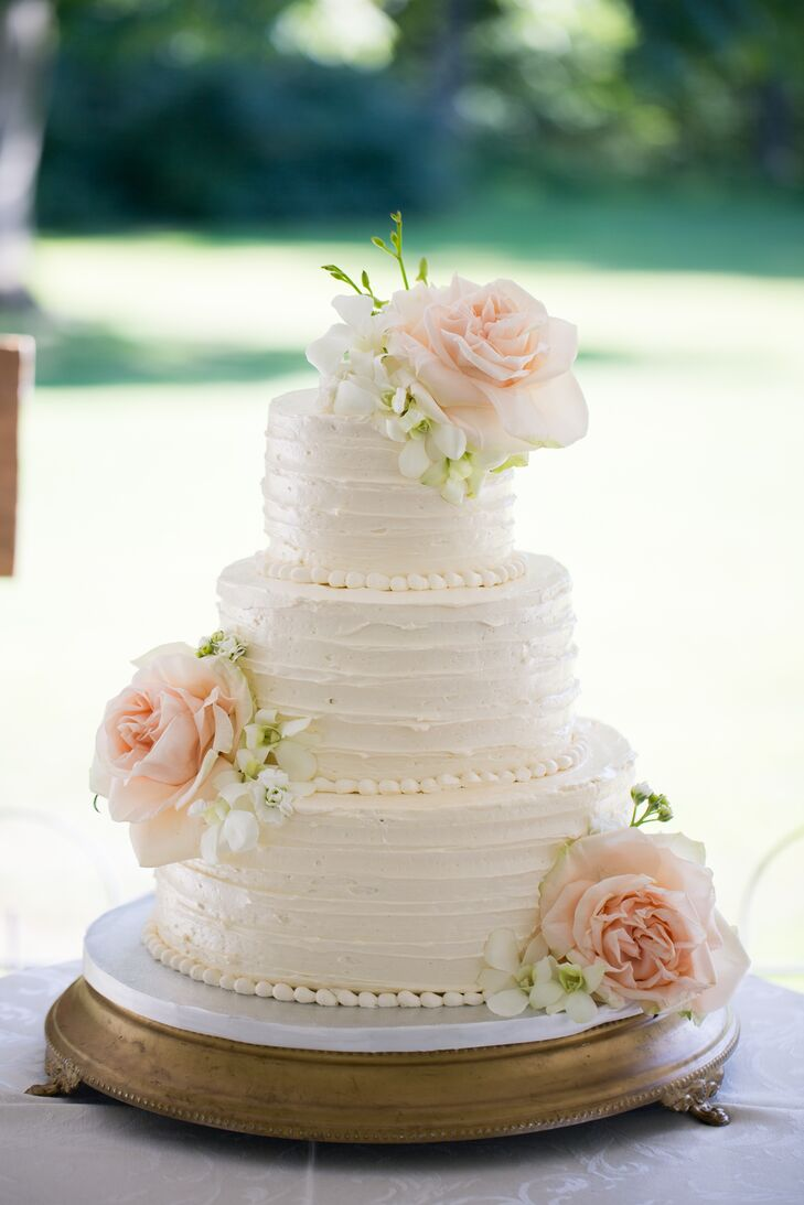 Dawnyelle and Barry's lemon and vanilla cake was iced with buttercream frosting. Fresh blush roses adorned the confection.