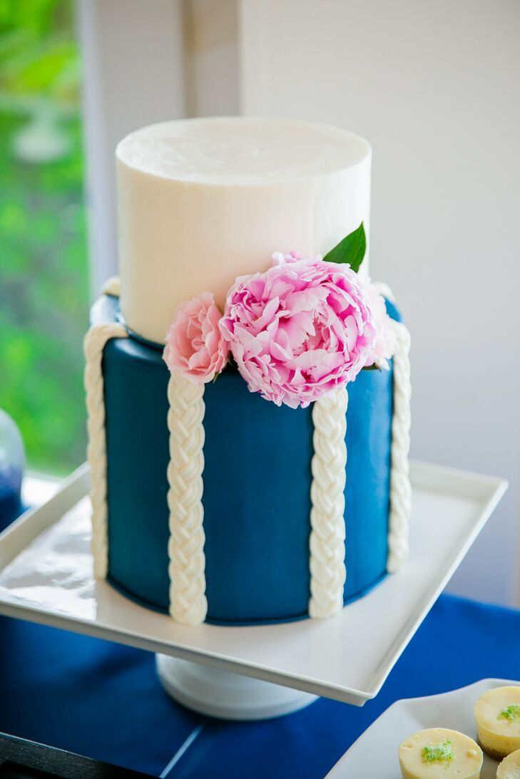 A two-tier traditional Southern hummingbird cake was decorated in an intricate rope design and light pink peonies. In addition to the cake, Callie and Brian offered chocolate, pecan, espresso cookies and mini key lime pies in honor of Callie's Florida upbringing.