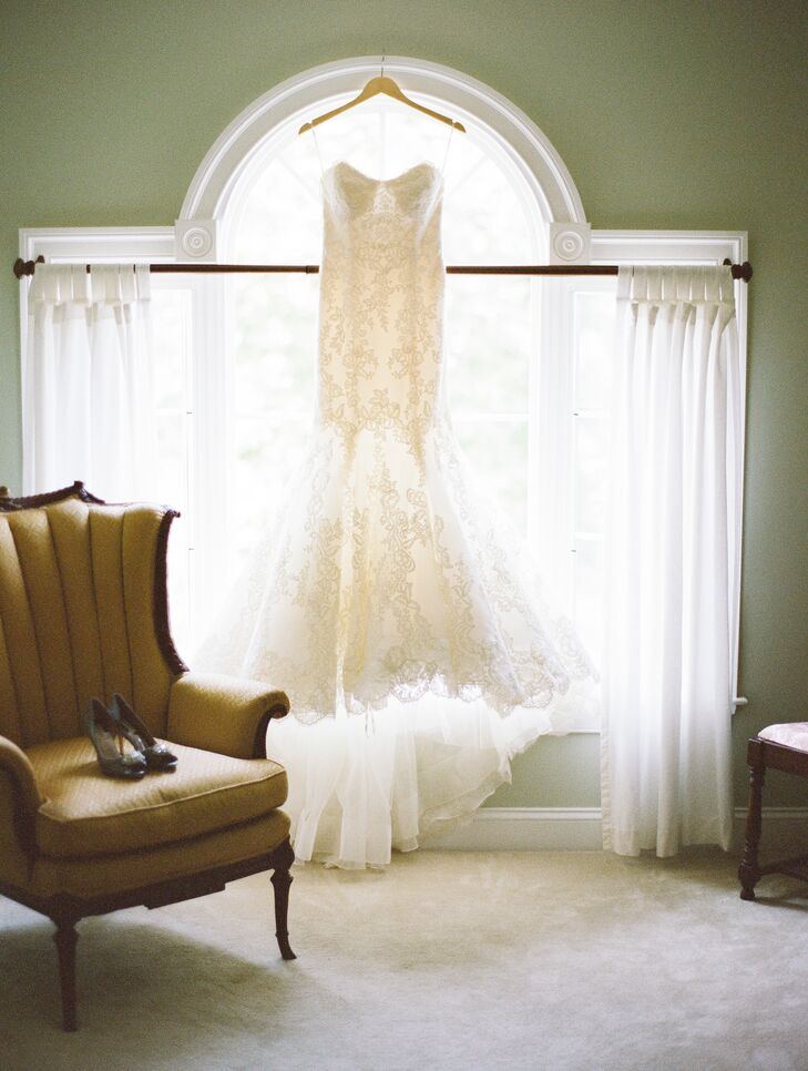 Lisa wore a strapless ivory lace wedding dress  with a mermaid fit and an ivory grosgrain belt, accented with white peacock feather and white crystal cluster.