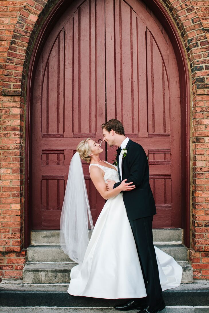 Lauren and Jonathan wed in a lofty location, where gauzy fabric and mini potted plants along the aisle created a warm atmosphere. The soft gray of the