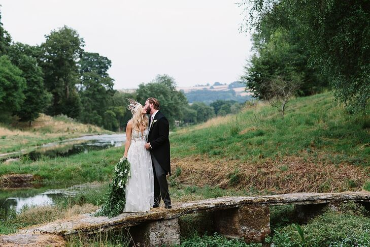 BrennanShaffner and Thomas Hoppe wed on the grounds of Cornwell Manor, a 2,000-acre estate located near Chipping Norton in the Cotswolds. The ceremon