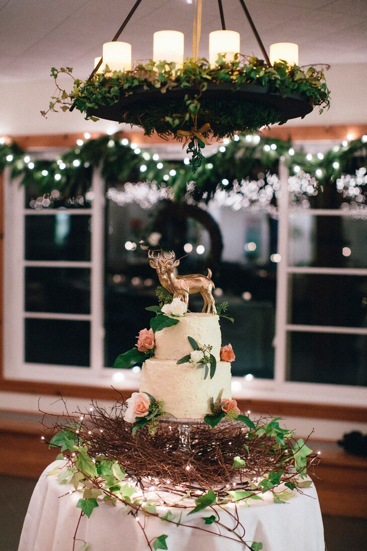 Gillian and Robin's friend found a vintage deer figure which she painted gold for the wedding cake topper.
