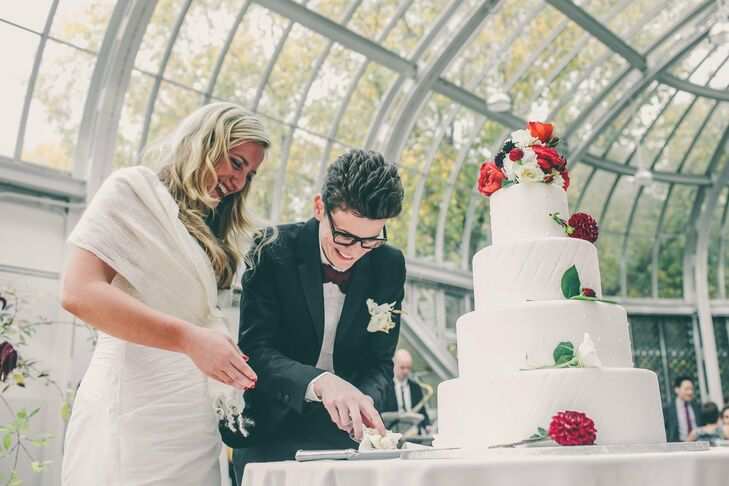 A cascade of crimson blooms gave the all-white fondant cake some seasonal flair.