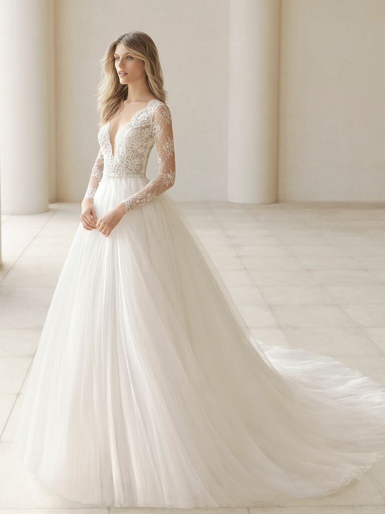 Rosa Clará Fall 2018 wedding dresses plunging neckline with lace bodice and tulle ball gown