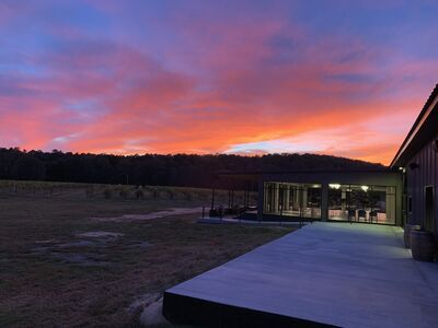 Sunset Lodge at Rusty Tractor Vineyards