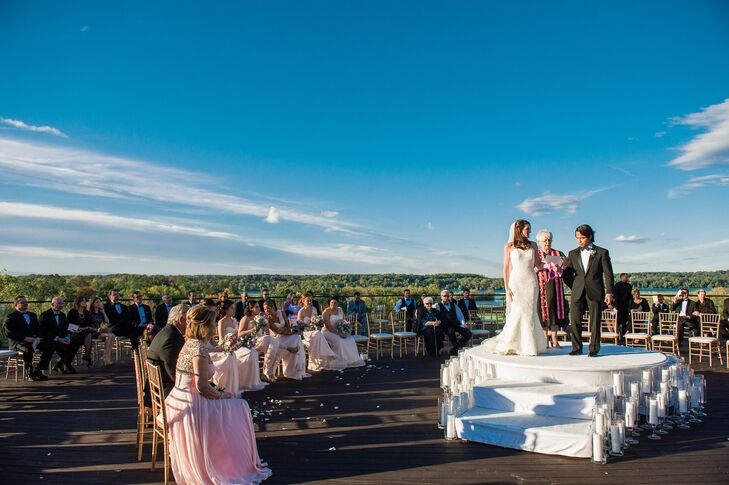 Erin and Reno were married outdoors on a round platform, with their guests surrounding them in a circle.