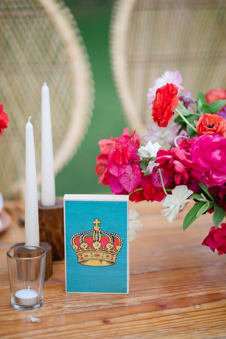 Centerpieces with Lotería Cards, Pink Flowers and Candles