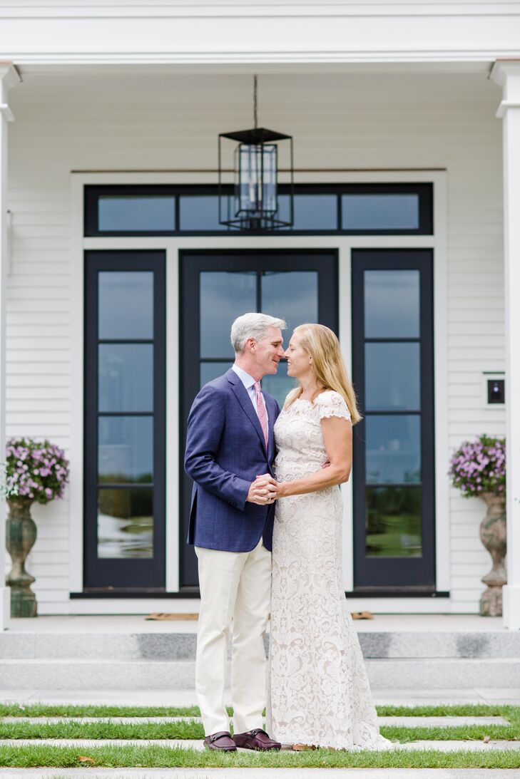 Heidi Irving Naughton (49) and Kevin Naughton (55 and an investment banker) celebrated 25 years of marriage in front of 85 family members and friends,