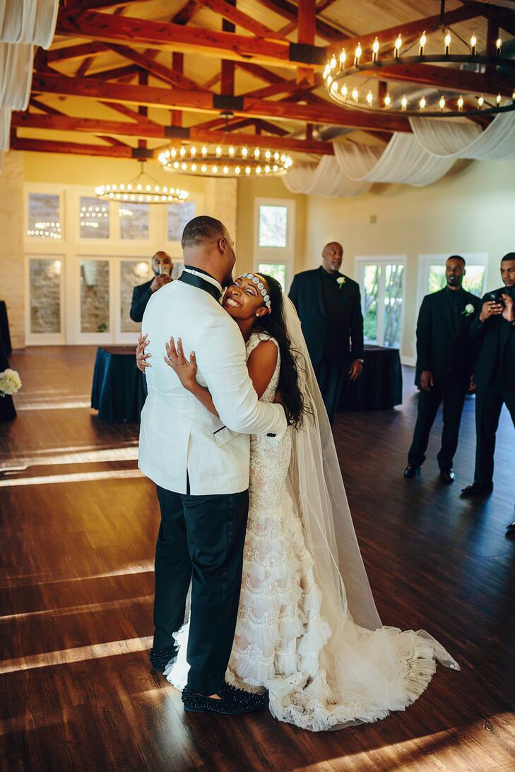 African-American Couple's First Dance at Vintage Villas in Austin, Texas