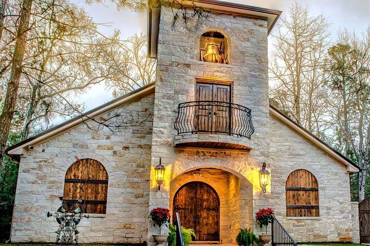 Magnolia Bells | Reception Venues - Magnolia, TX