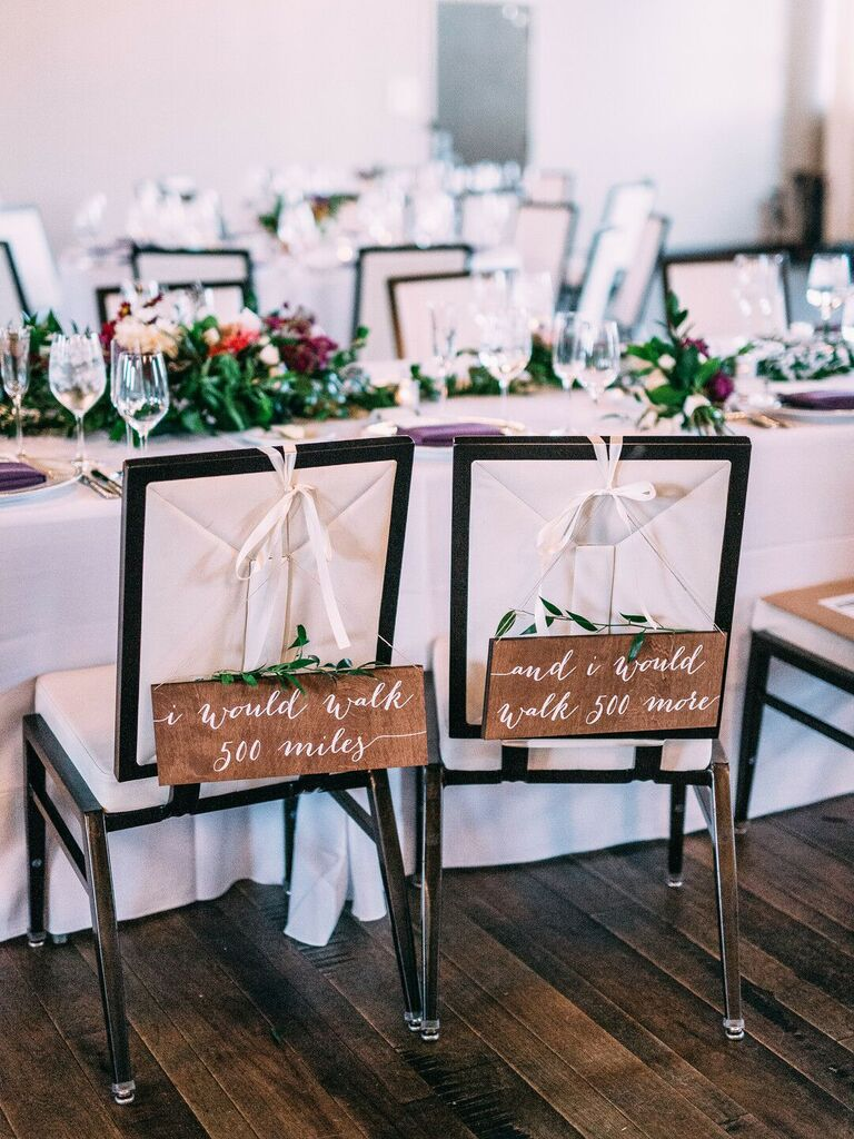 how to choose wedding vendors personalized chairs