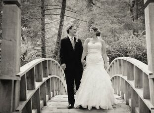 By mixing natural colors and textures with modern, formal details, Holly and Jesse created an elegant, earthy wedding.