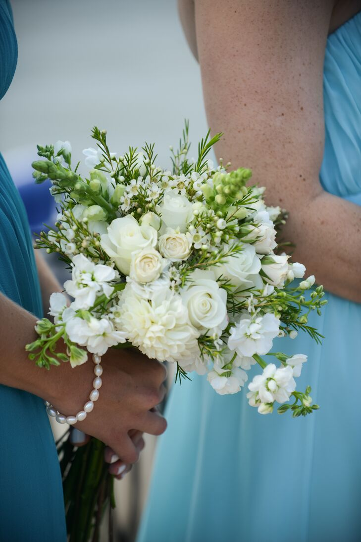 White and green bouquets popped against the bridesmaids' aqua dresses.