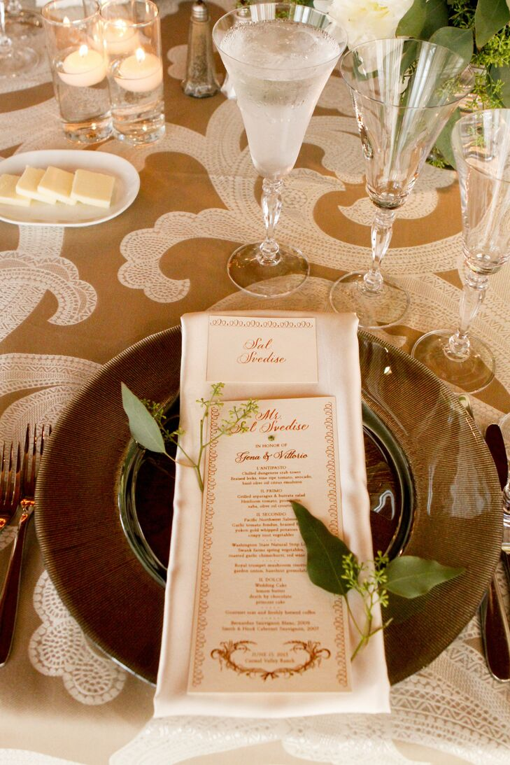 Earthy, metallic place settings gave the reception decor depth, while adding a touch of glamor to the design.