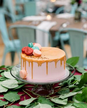Single-Tier Wedding Cake with Macaron Accents